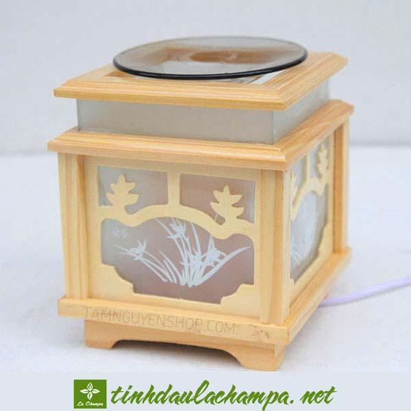 Đèn xông tinh dầu TN18, chất liệu gỗ kính màu vàng sáng