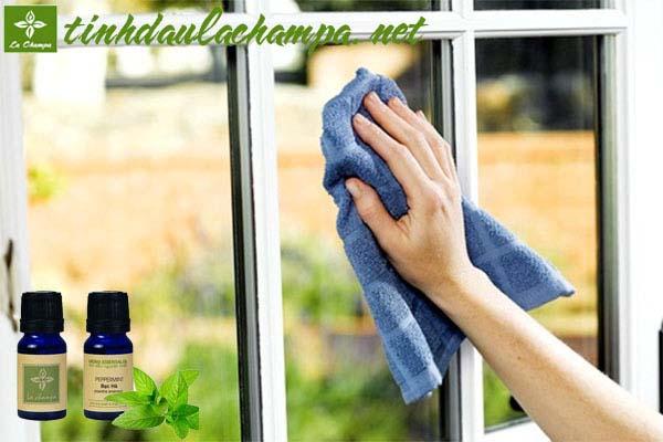 Mẹo dùng tinh dầu giúp làm sạch đồ trong nhà