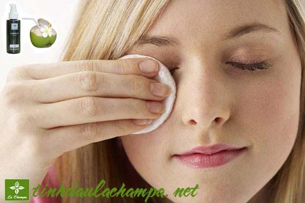 Cách trị quầng thâm mắt hiệu quả bằng tinh dầu