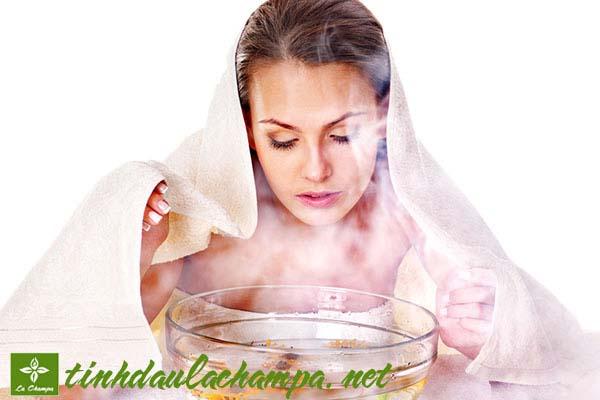 Xông hơi mặt bằng tinh dầu để chăm sóc làn da